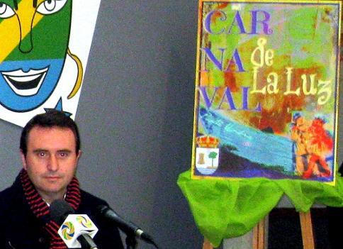 José Mora pregona mañana el Carnaval de la Luz 2013